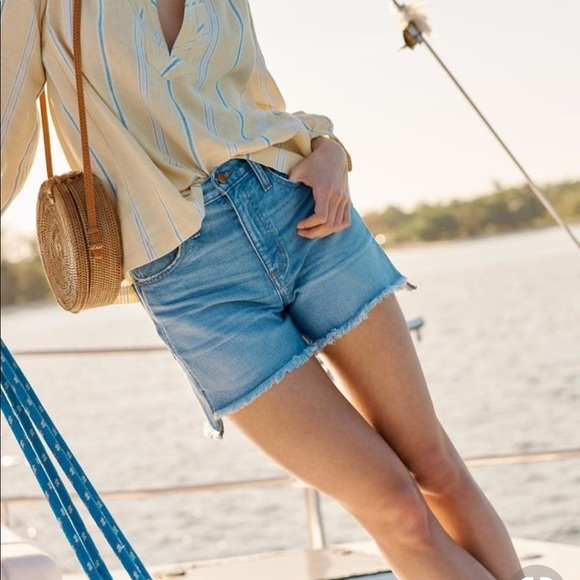 5d90179382 NEW • Madewell • Perfect Jean Shorts Step Hem 27. M_5c438b2b3e0caa98ec959103